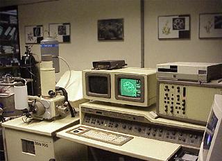 Photo: Arbeitsplatz Rasterelektronenmikroskop